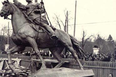 На день народження Шухевича ДР ОУН демонтує пам'ятник Щорсу
