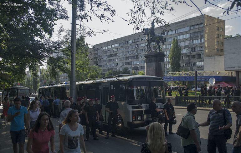 Міліція завадила ОУНівцям знести пам'ятник червоному кату Щорсу