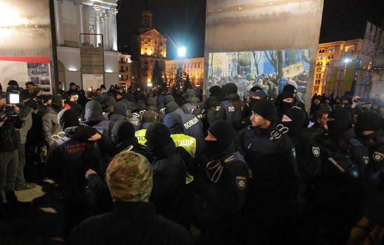 Напад поліцаїв на учасників акції 21 листопада на Майдані