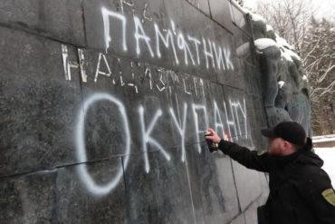 Акція проти радянського монументу у Львові