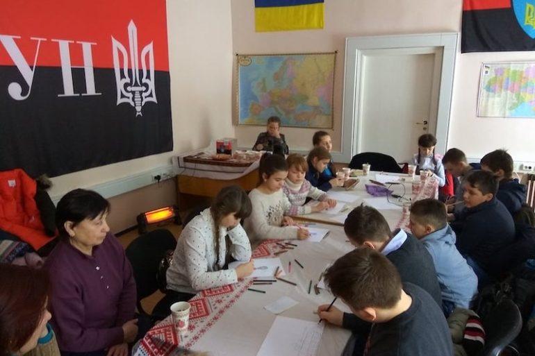 Діти Луганщини на штабі Добровольчого Руху ОУН