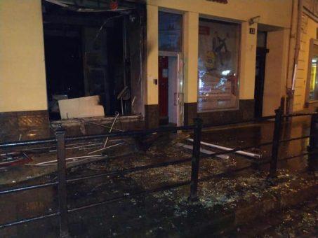 Невідомі патріоти спалили у Львові російський банк