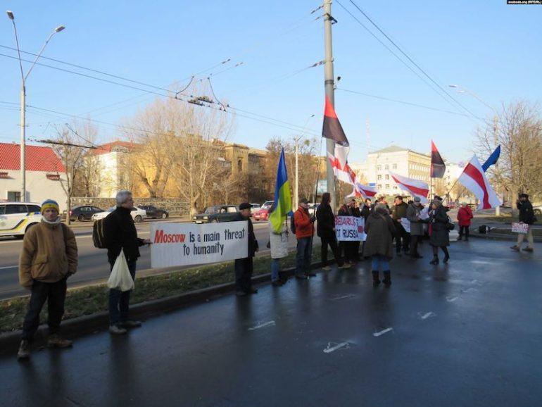 Пікетування російського посольства проти анексії Білорусі